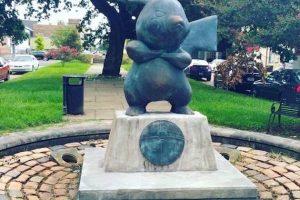 【ポケモンGO】アメリカのルイジアナでピカチュウの石像が不法で建てられる
