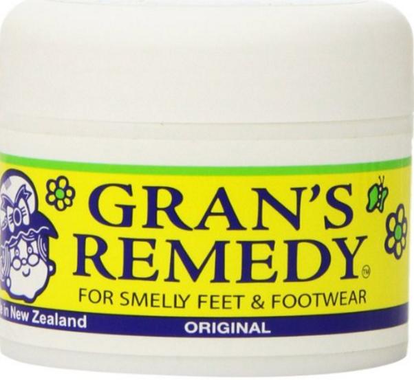 大学生男子におすすめしたい夏の靴の匂い改善グッズと病気について【モテる】