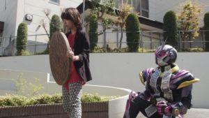 『仮面ライダージオウ』「マンホール」を武器にする釈由美子のアナザーキバがすごい